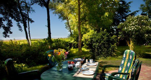 Haus Kranichblick, Frühstück auf der Terrasse