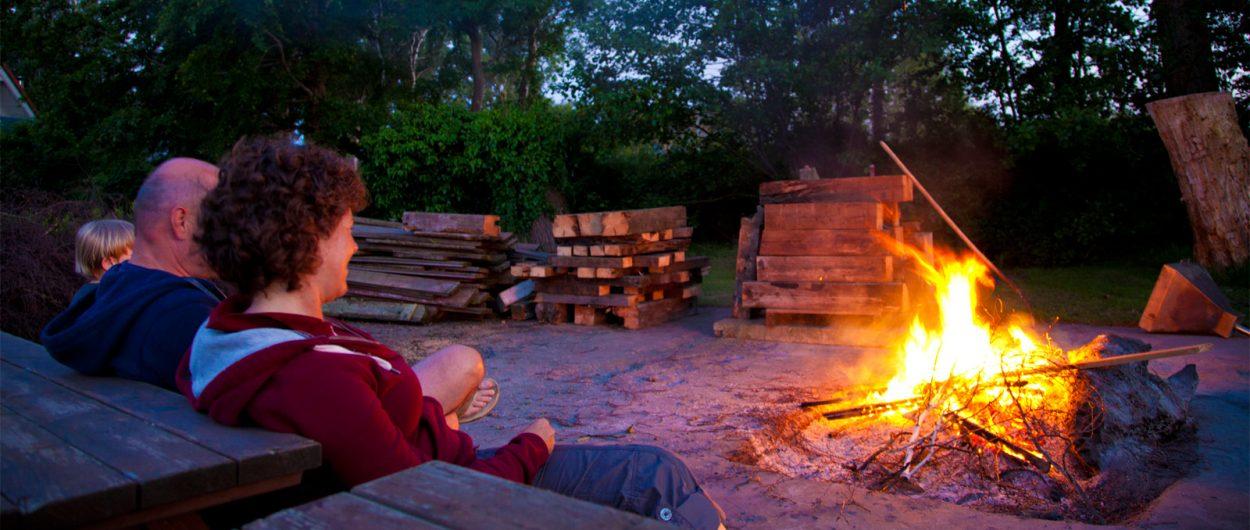 Lagerfeuer, Ferienhäuser Boddenperlen, Grundstück, Service für unser Gäste
